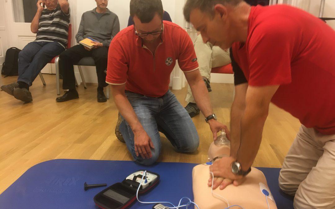 BLS Training mit Defibrilator